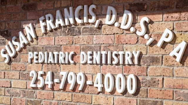 Bellmead Kids Dentistry Dr. Susan Francis office title on the brick wall outside the office building